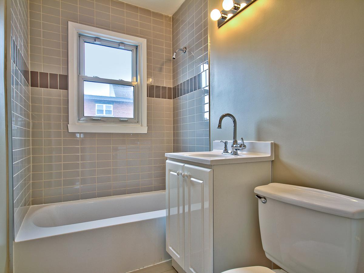 Apartment / Condo / Strata for Rent in 5411 14e Avenue
