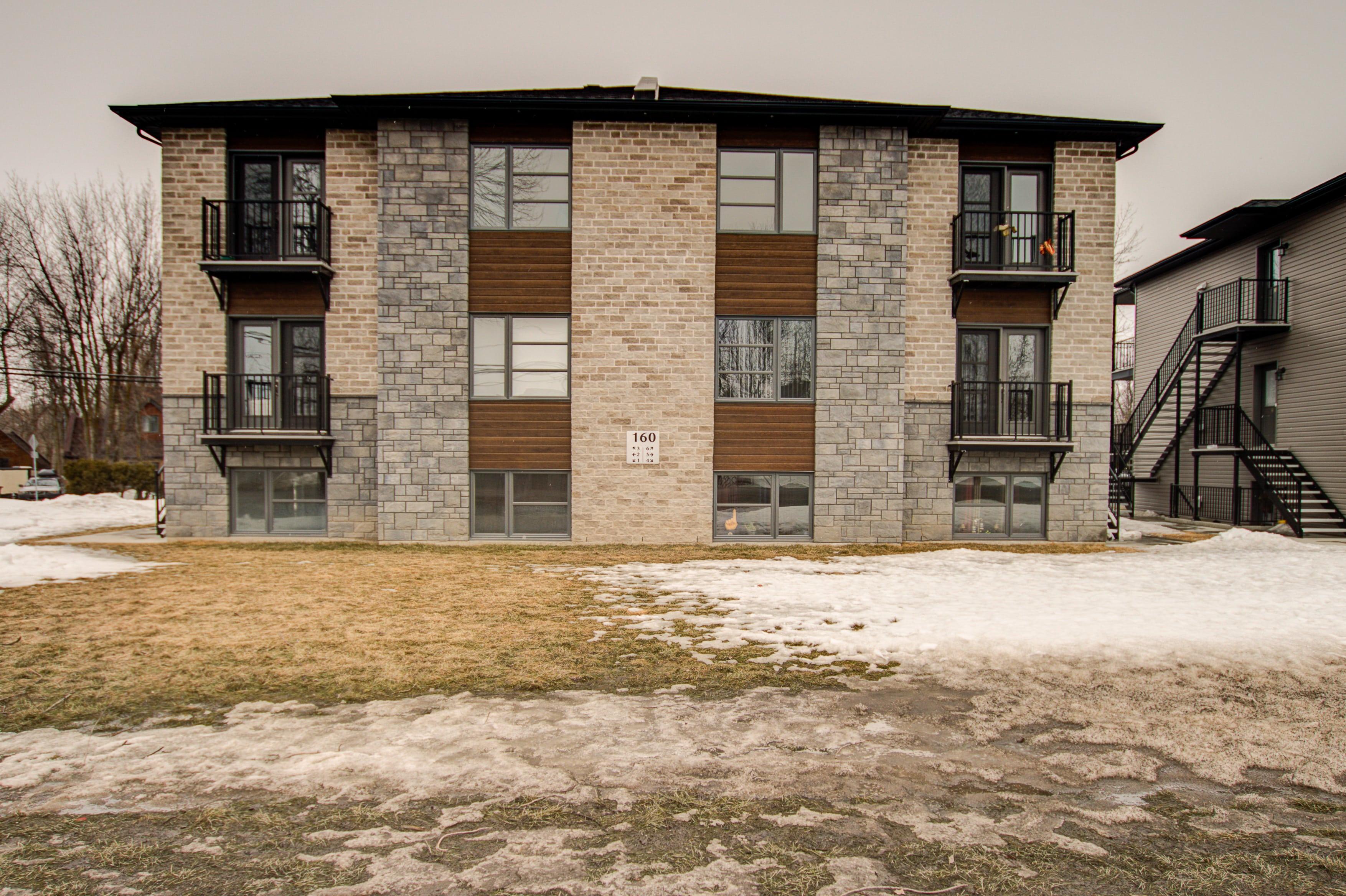 Apartment / Condo / Strata for Rent in 150 Boulevard de Maple Grove, Maple Grove